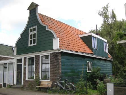 Het gemeentehuis van Nieuwendam, Nieuwendammerdijk 421.